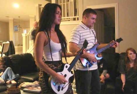megan_fox_guitar_hero